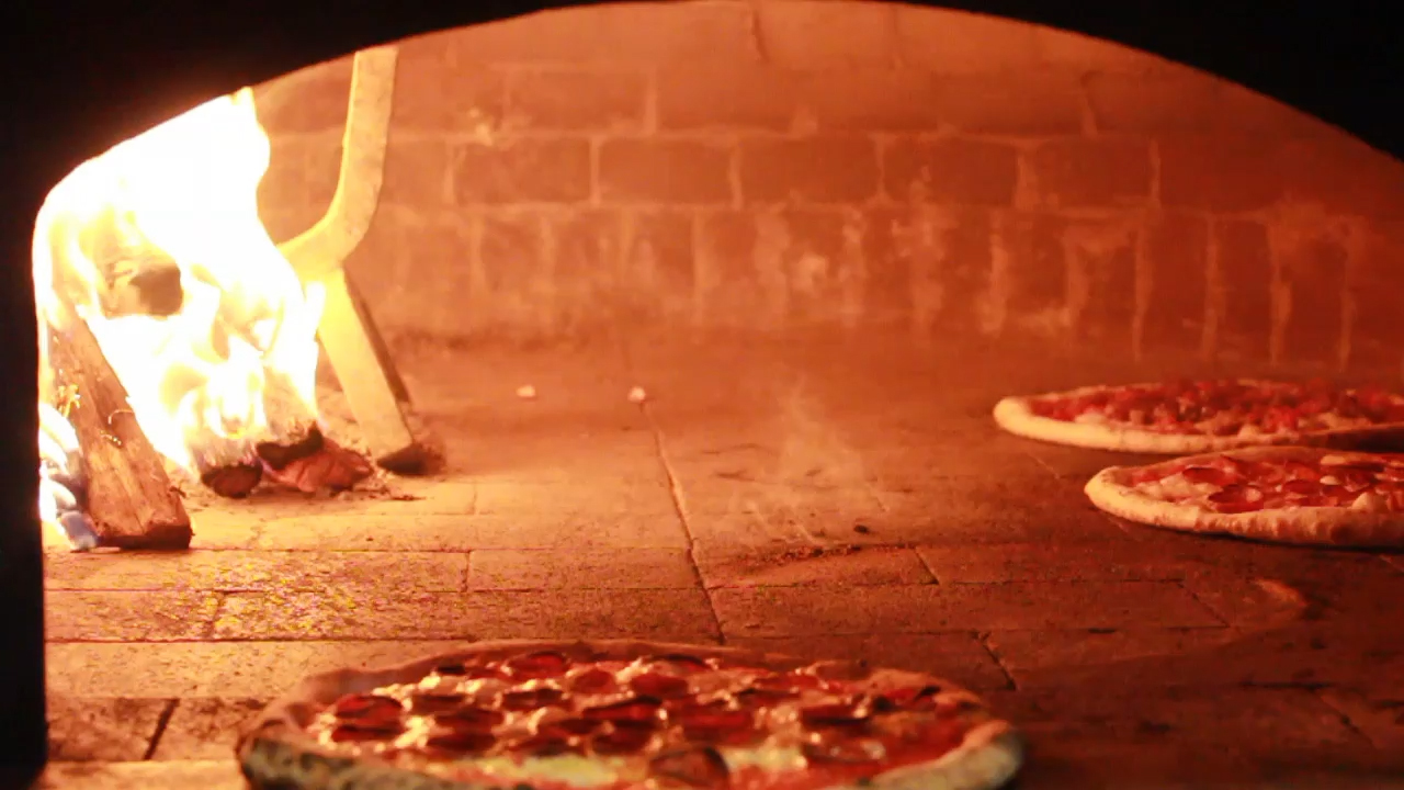 Avellinos Pizzeria, Brookhaven Pizza Delivery, Decatur Pizza Delivery, Outdoor Patio